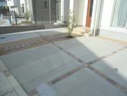 コンクリート枕木で造ったアプローチ