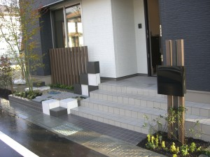 玄関脇の坪庭空間