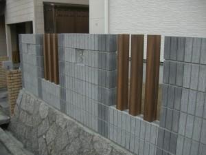 素材の組み合わせが特徴的な外構