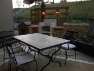 枕木の家庭菜園とレンガのバーベキュースペース