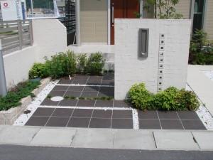 シンプルモダンな駐車スペース