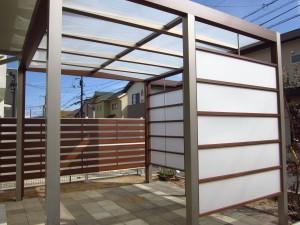 駐車場の拡張とテラス・目隠しフェンス設置リガーデン