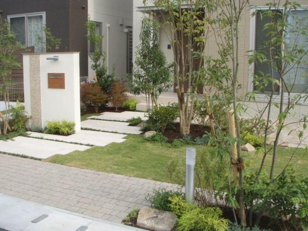 緑豊かな前庭
